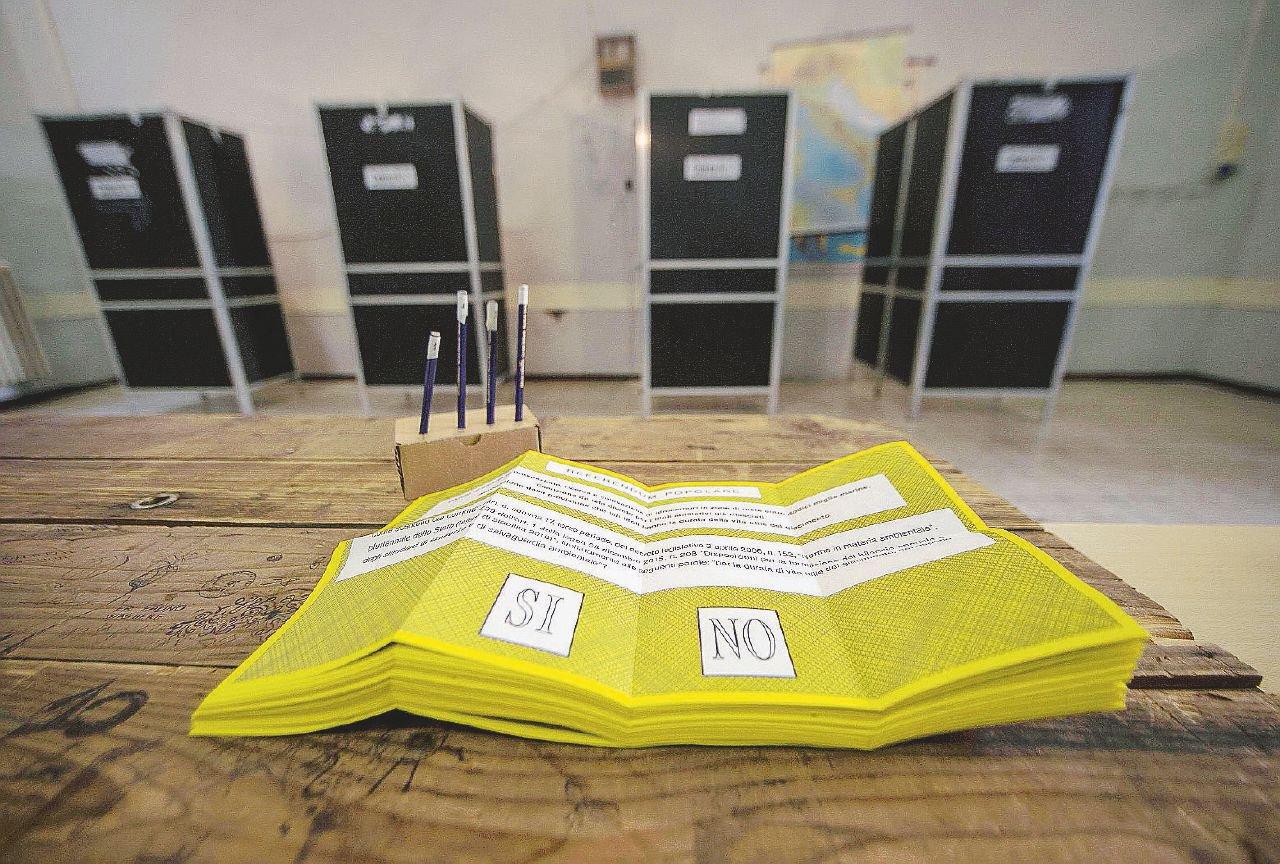 I dubbi riguardo al referendum costituzionale del prossimo 4 dicembre sono molti: il modo giusto di affrontare la questione è informarsi, senza nessun preconcetto. Per questo motivo, Civica Attiva ha in programma due serate per analizzare il fenomeno tramite il parere degli esperti.