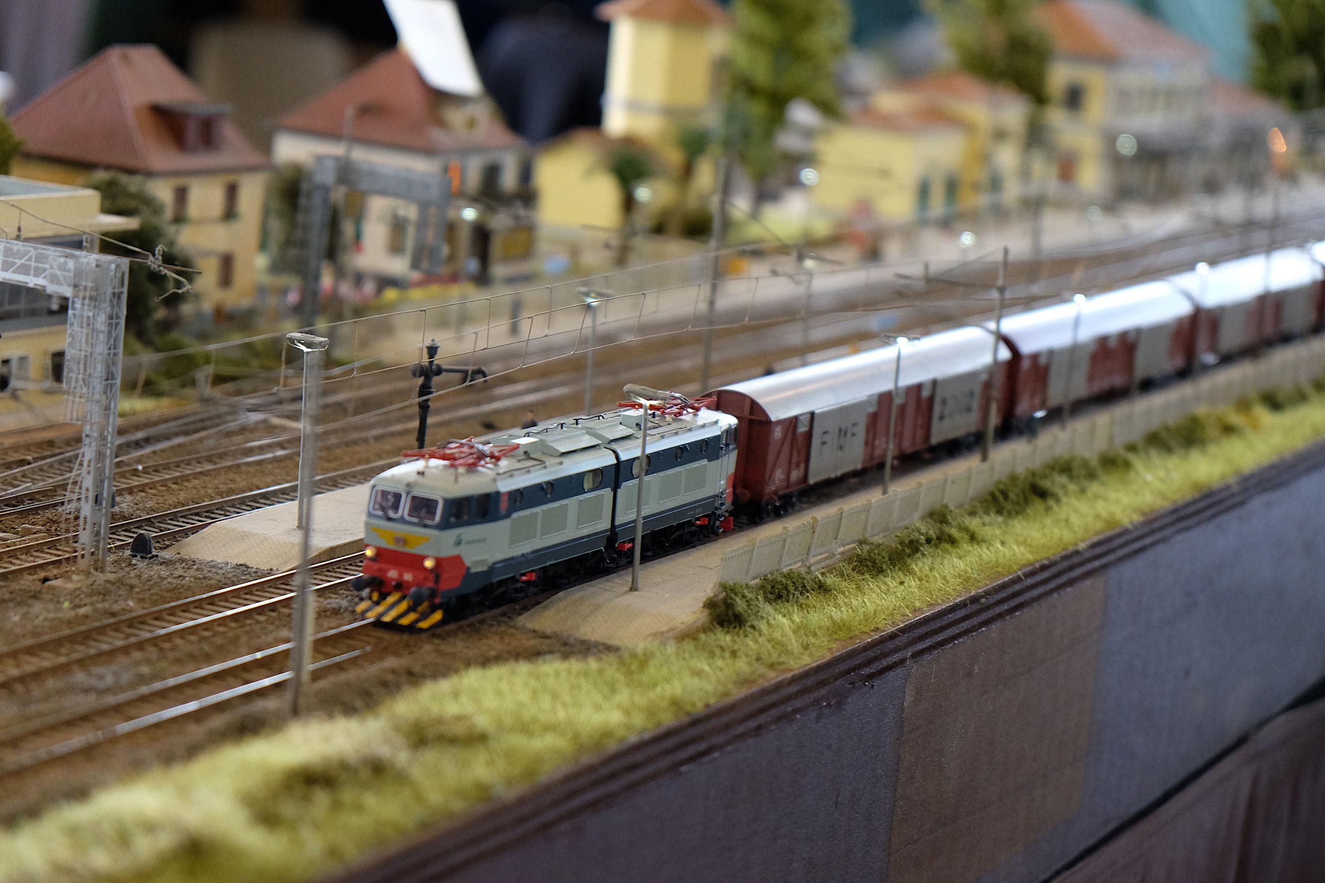 model-expo-italy-treno