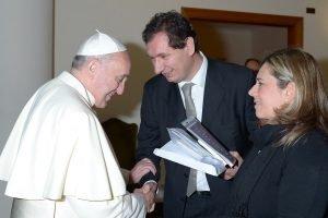 Emi-Santo-Padre-Lorenzo-Fazzini-Valeria-Zanna