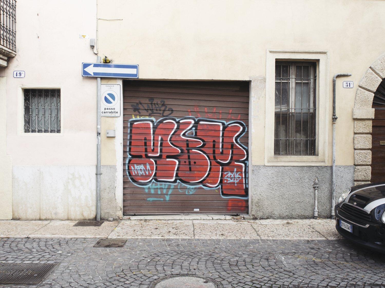 Uno dei graffiti a Veronetta
