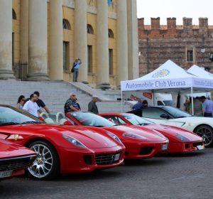 Ferrari davanti alla Gran Guardia
