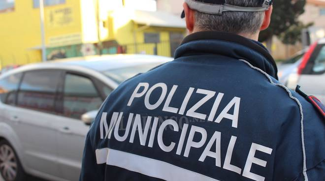 polizia municipale controlli incidente in via Volta