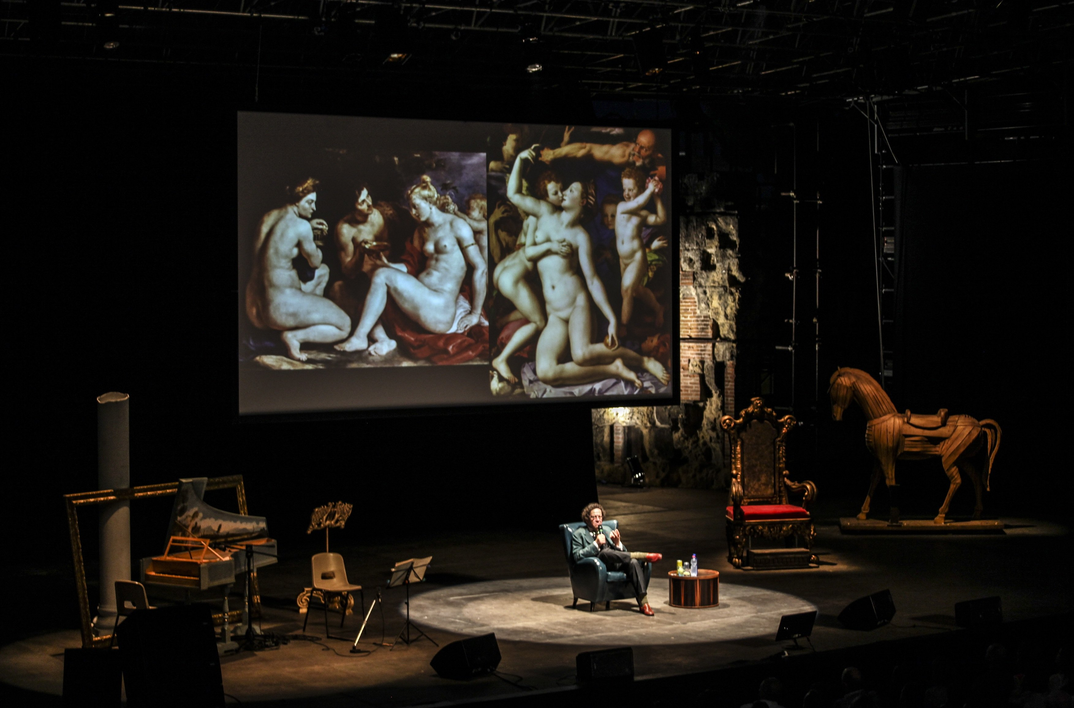 Philippe Daverio in scena al Festival della Bellezza - credit Elena Zago