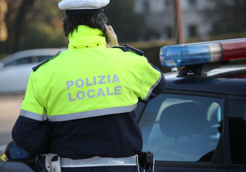 polizia locale incidenti semafori abbattuti