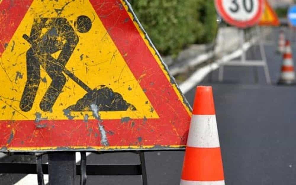via palazzina asfalto lavori in corso via città di nimes