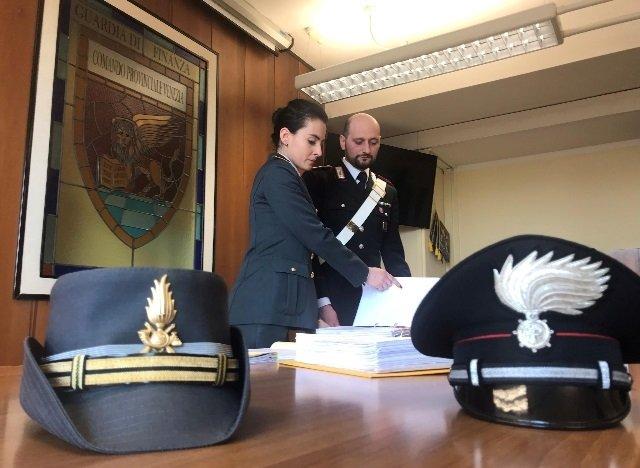 blitz anti riciclaggio carabinieri guardia di finanza