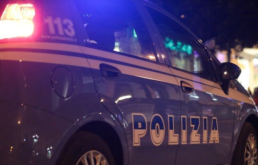 Polizia volanti - fuga in auto Resistenza e danneggiamento