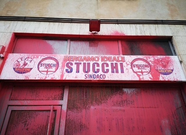 imbrattata sede leghista Giacomo Stucchi Bergamo