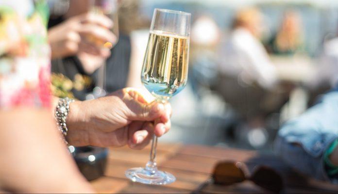 vino bianco cantine festa