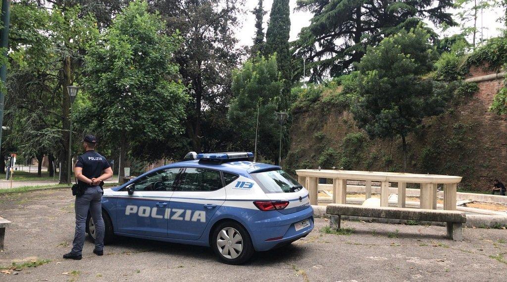 aggredita a Porta Vescovo polizia