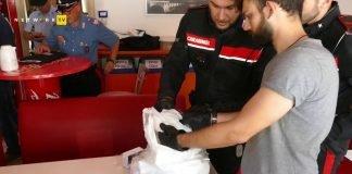 blitz polizia e carabinieri golosine
