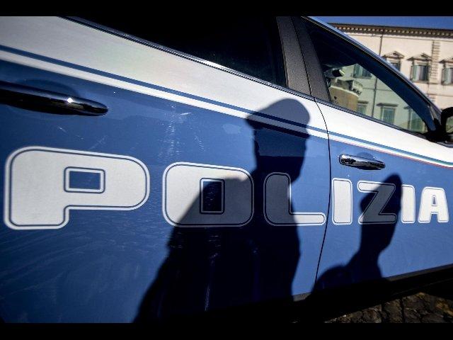 tabaccaio spara polizia
