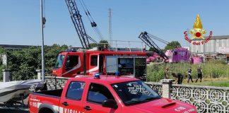 Angiari-Agricoltore nel canale con trattore-Vigili del fuoco