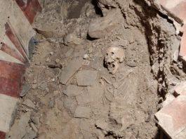 scheletro donna uffizi