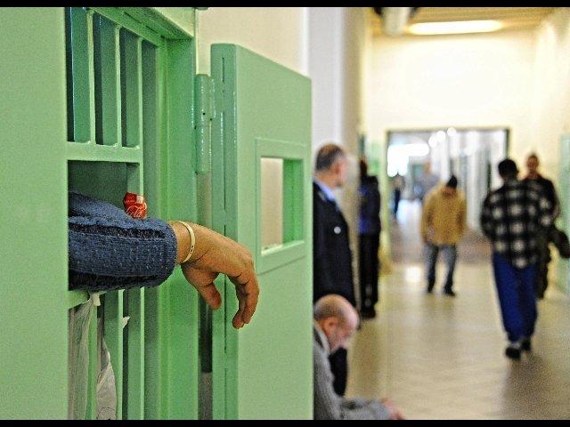 aggressione carcere pavia