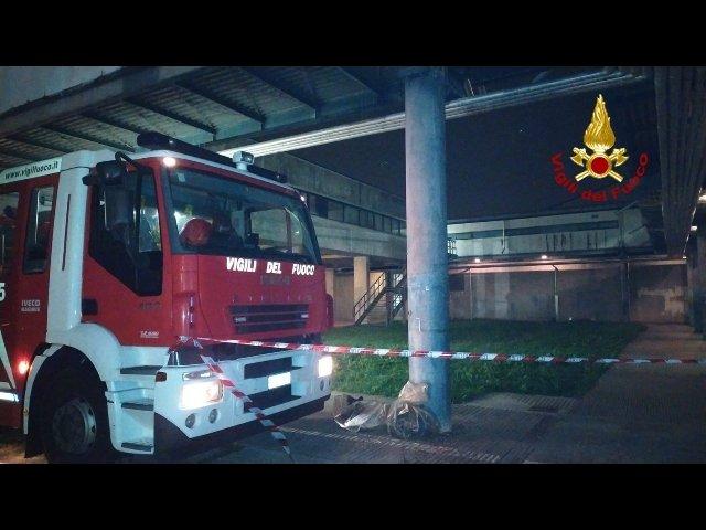 esplosione morti pompieri