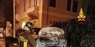 auto a fuoco borgo trento via caprera vigili del fuoco (1)