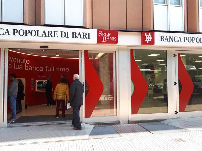 Popolare di Bari: affluenza normale agli sportelli - Daily ...
