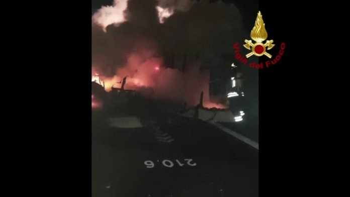 incidente a22 vigili del fuoco