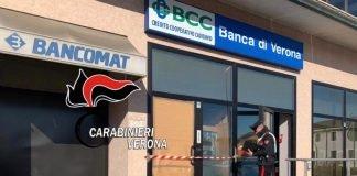 Carabinieri davanti al bancomat esploso di Valeggio