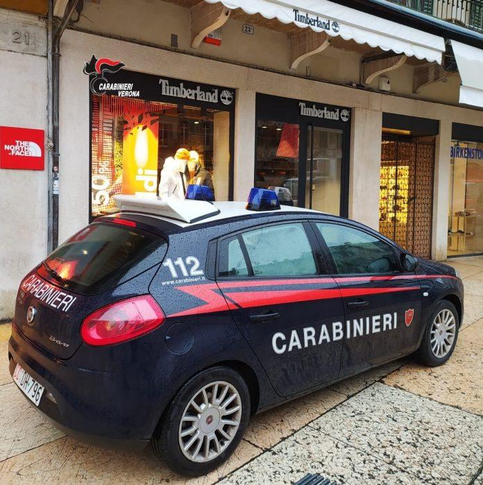carabinieri furto in piazza erbe