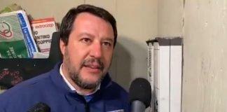 video di Salvini al citofono