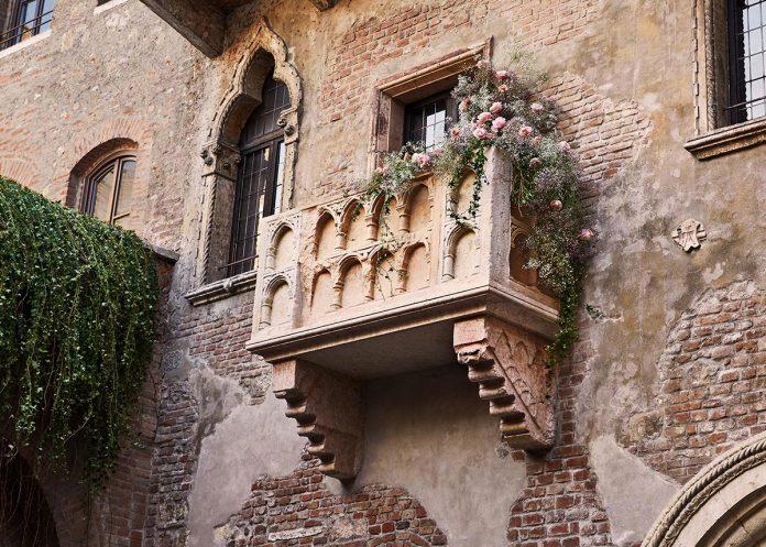 san valentino nella casa di giulietta balcone - concorso airbnb premio giulietta