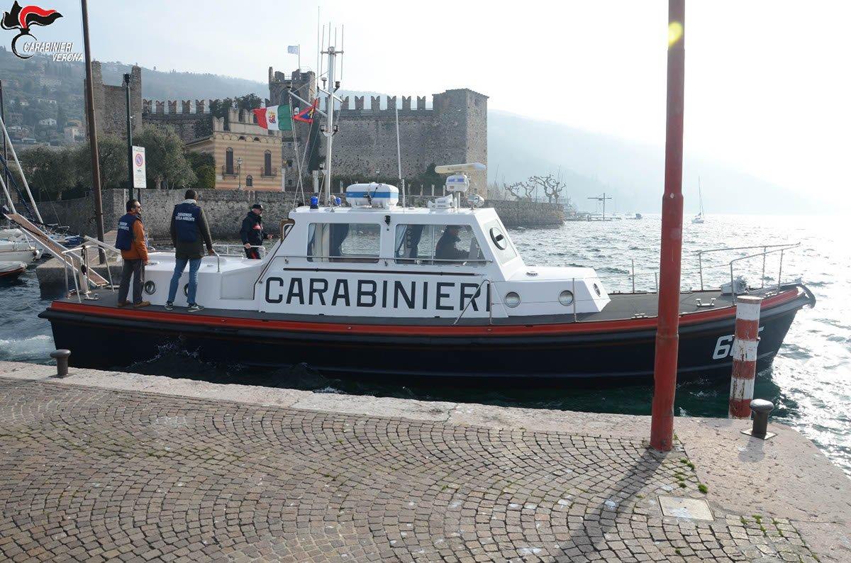rifiuti nel lago di garda carabinieri