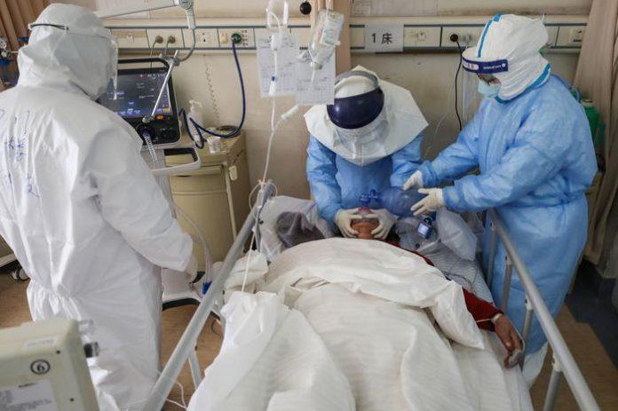 Un paziente a Wuhan curato con il plasma dei guariti