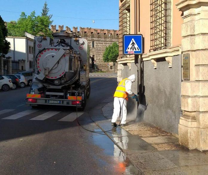 Verona pulizia straordinaria marciapiedi Amia