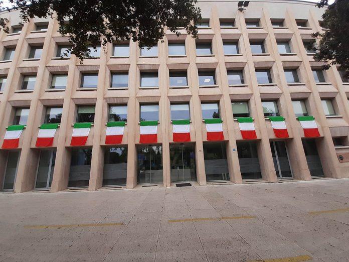 sede camera di commercio bandiere tricolore
