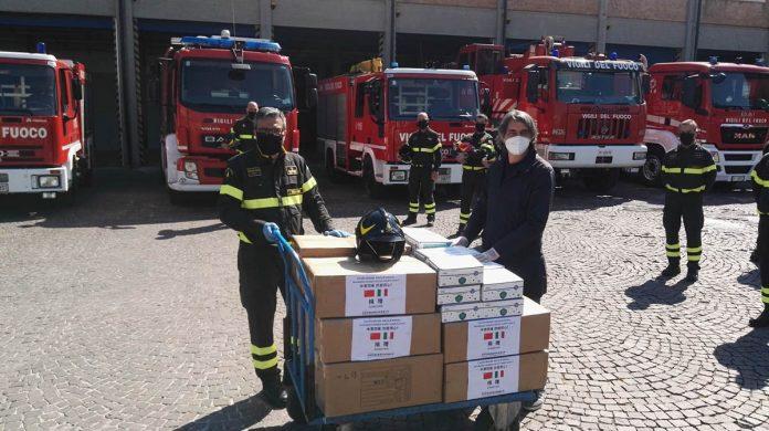 sindaco di verona sboarina mascherine ai vigili del fuoco pompieri