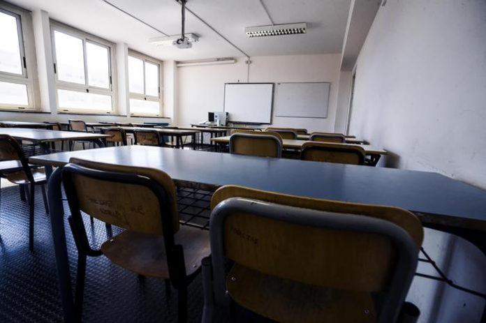 scuola mezza classe aula