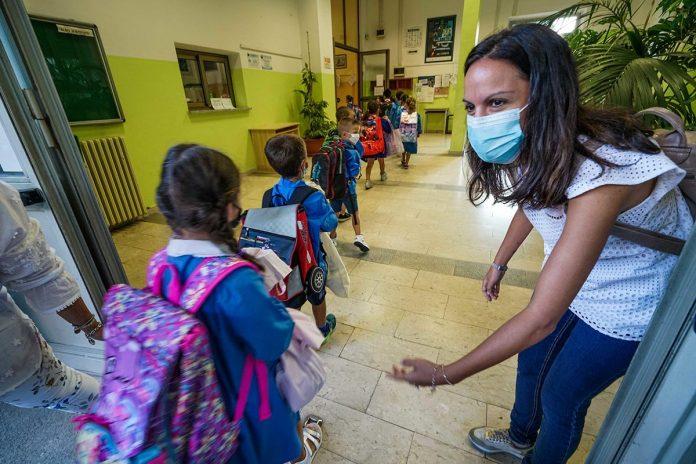 scuola covid-19 coronavirus zaia tamponi test classe
