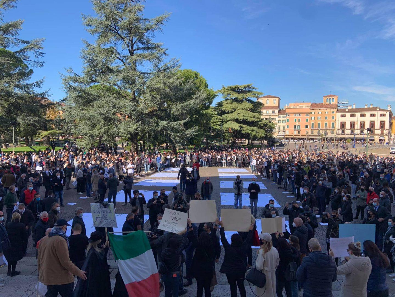 Manifestazione-Fipe-Confcommercio-piazza-Bra