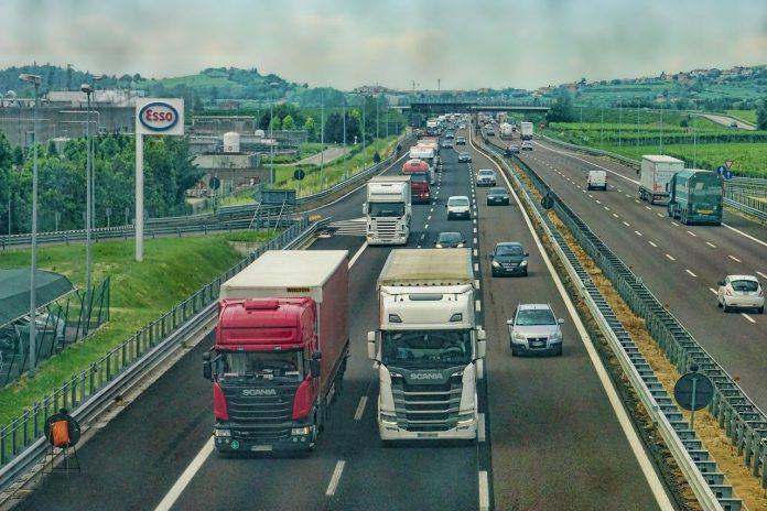 autostrada mezzi pesanti brennero camion veicoli transito