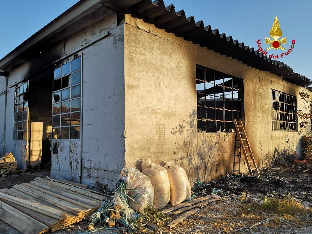 incendio falegnameria Sant'Ambrogio di Valpolicella