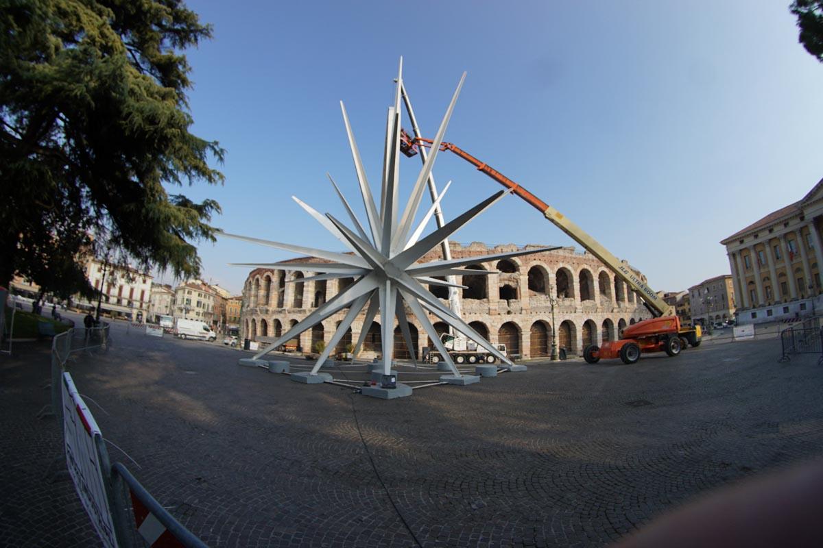 montaggio Stella piazza Bra Arena