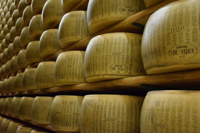 parmigiano reggiano formaggio agriform parmareggio grana padano formaggi
