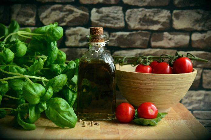 pixabay olio oliva made in italy cibo pomodoro basilico km0 spesa sostenibile