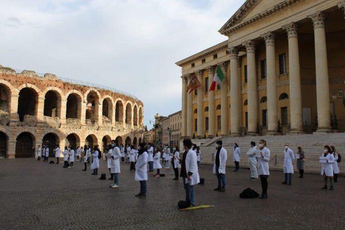 Protesta specializzandi - piazza Bra Verona