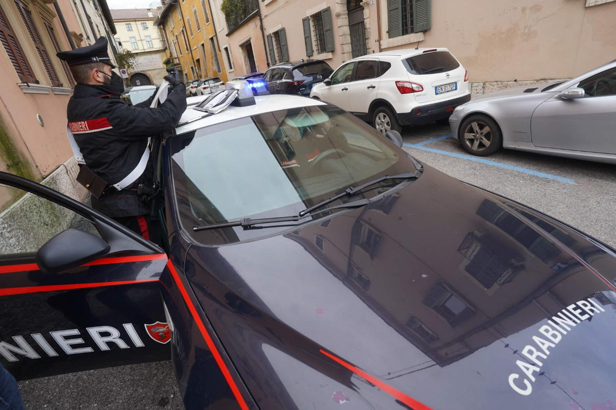 Carabinieri-aggressione vicolo cieco Galline Verona