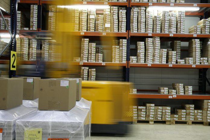 operatore logistica magazzino stoccaggio merci amazon