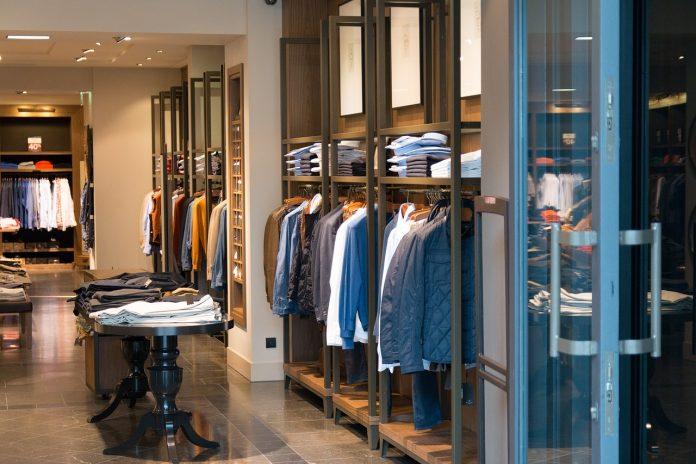 negozio abbigliamento settore moda uomo vestiti giacche
