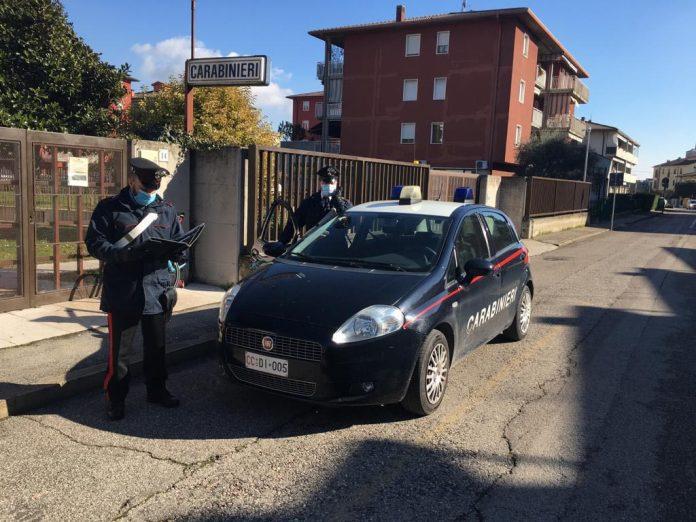 tenta di rubare PlayStation alle Corti Venete, fermato dai Carabinieri