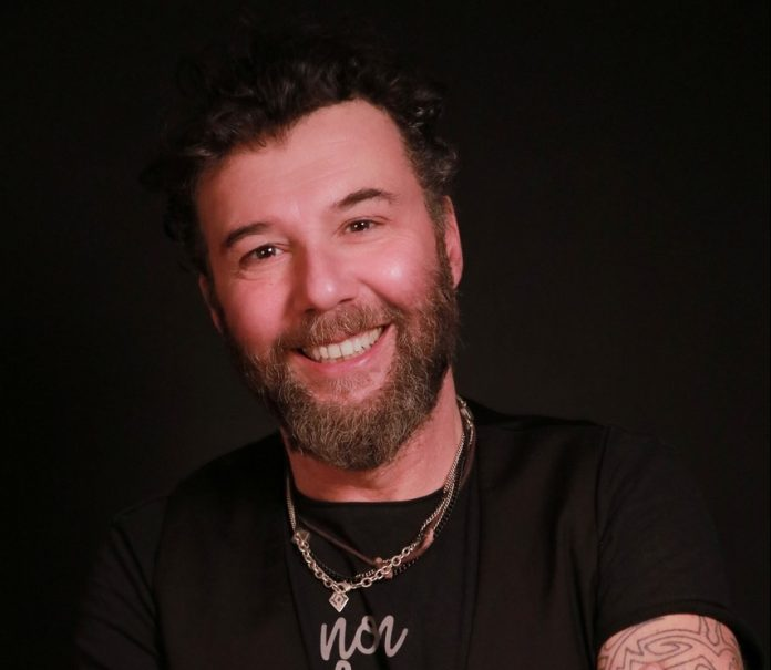Il cantautore Paolo Vallesi.