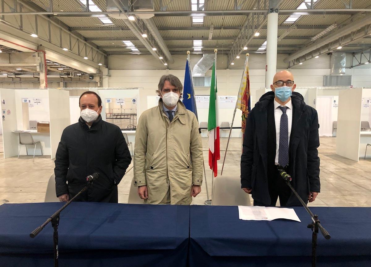 Giovanni Mantovani, Federico Sboarina, Pietro Girardi alla Fiera di Verona, per la presentazione del Centro di Vaccinazione Covid-19 dell'Ulss 9 Scaligera