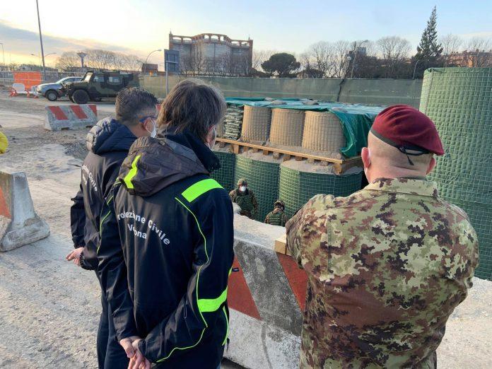 Il sindaco Sboarina sul luogo del disinnesco assieme ai militari dell'Esercito.