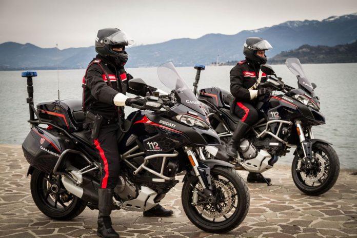 Squadra Carabinieri motociclisti sul Lago di Garda