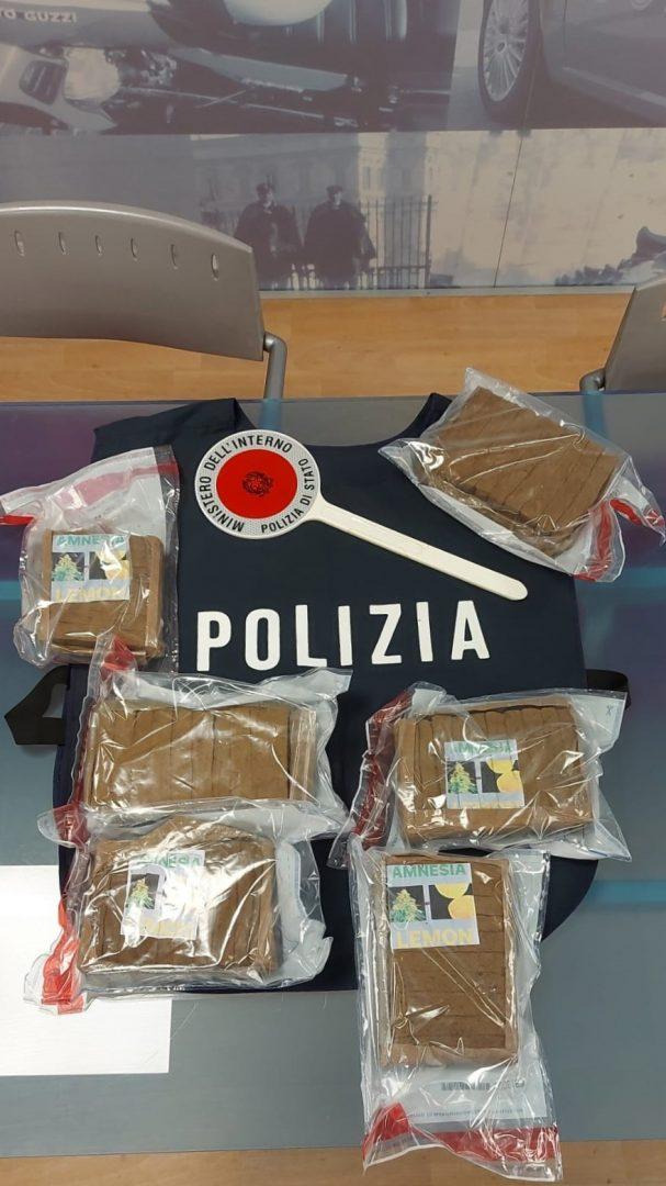 """La squadra mobile di Verona ha intercettato un carico di sei chili di super hashish """"Amnesia"""""""